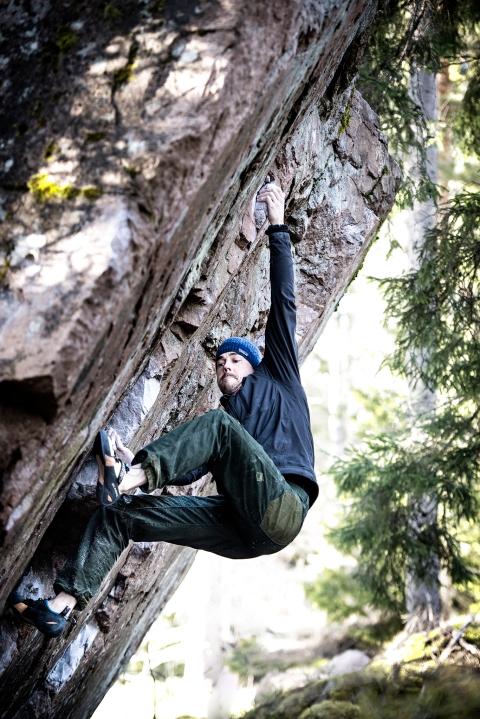 "Jyrki climbing ""Chippendale""."